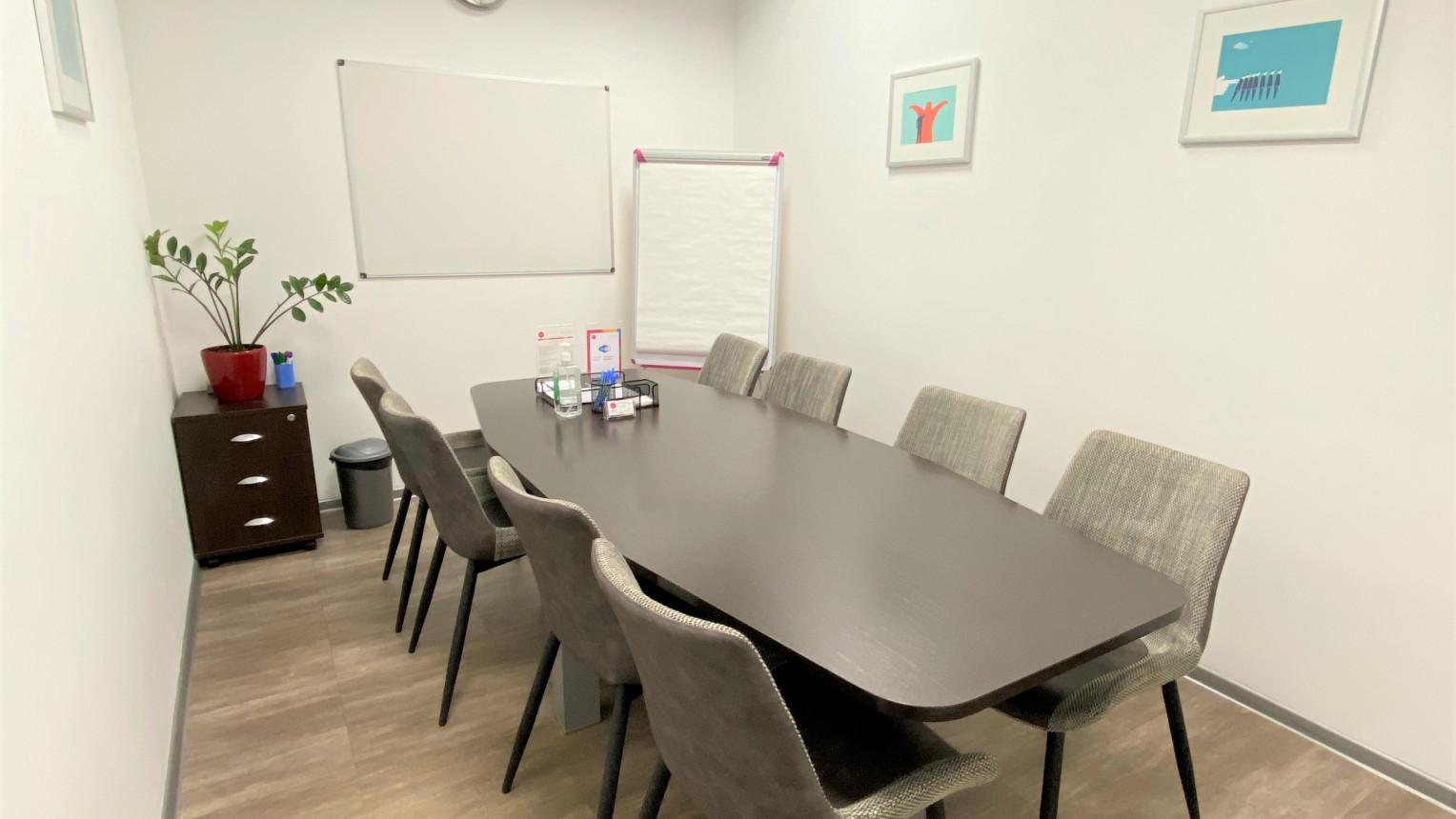 Переговорная комната на 8 человек