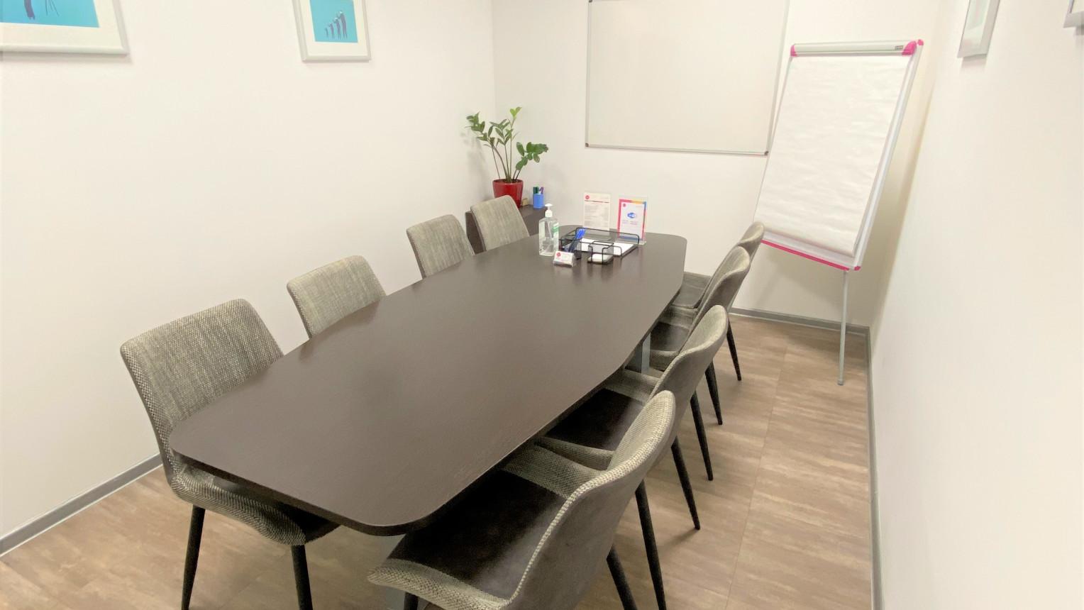 Переговорная комната на 8 человек - фото №1