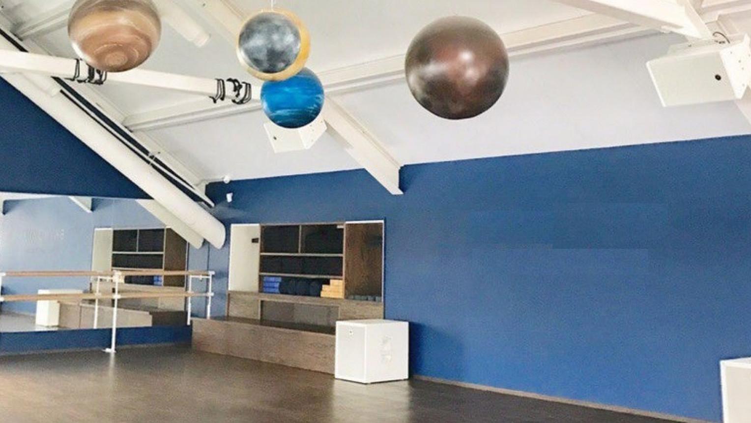 Просторный зал для йоги и танцев - фото №1