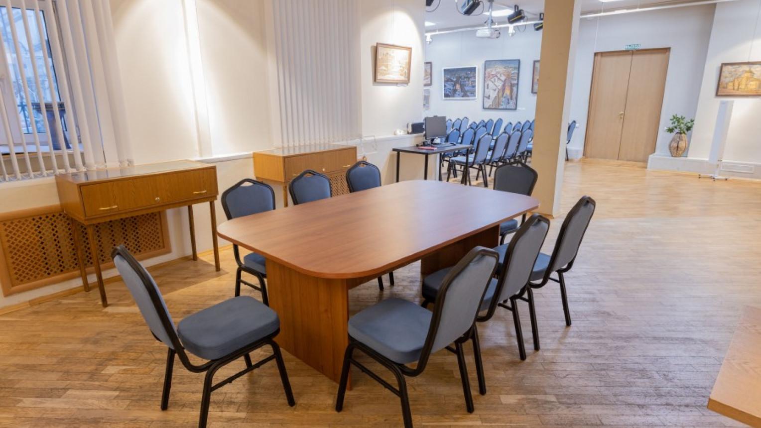 Зал для семинаров, презентаций, тренингов - фото №1