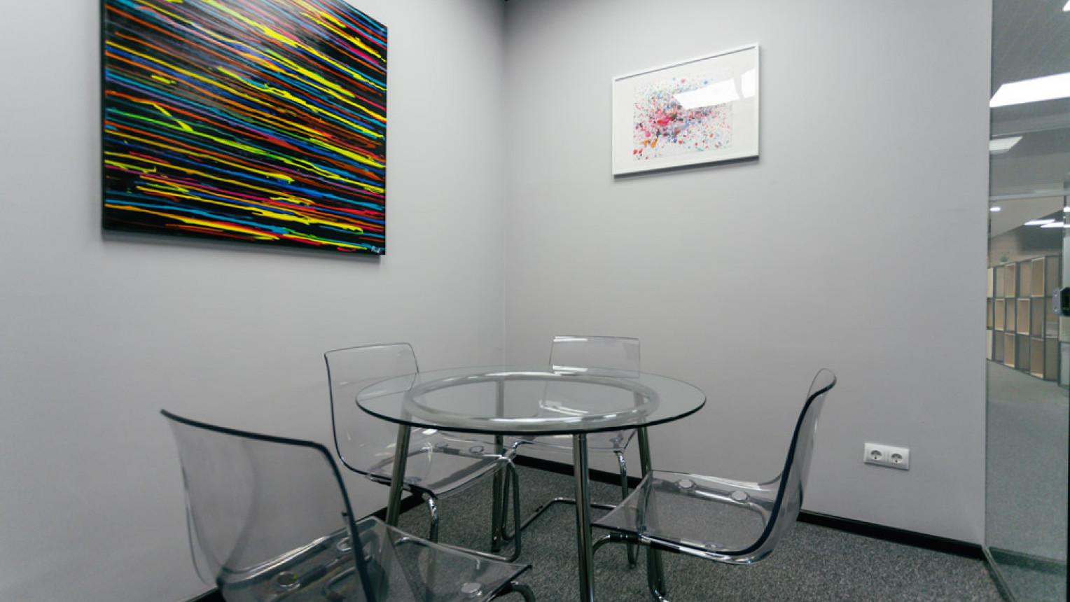 Маленькая переговорная комната - фото №1