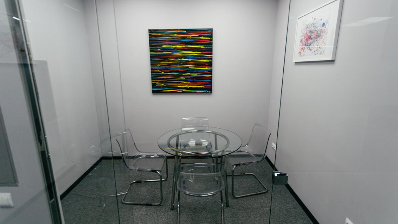 Маленькая переговорная комната - фото №2