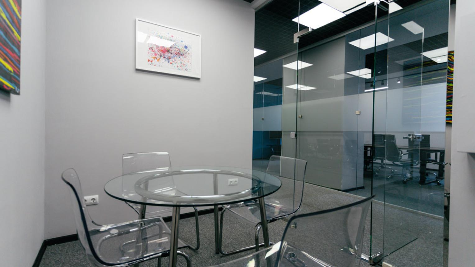 Маленькая переговорная комната - фото №3