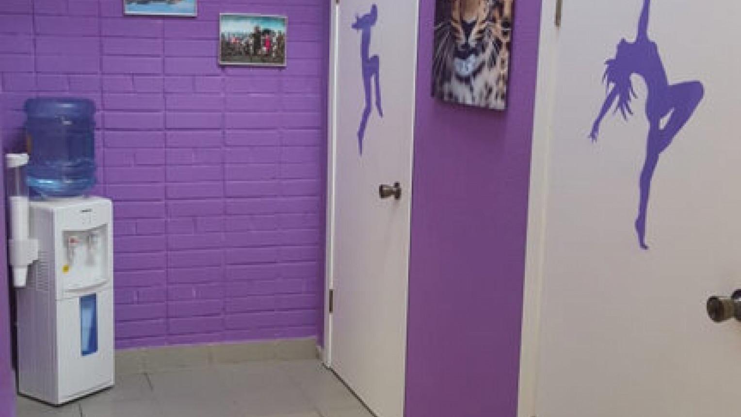 Яркий танцевальный зал - фото №2